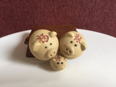 Tea pet - piggy family