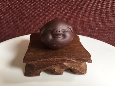Tea pet - smiling piggy